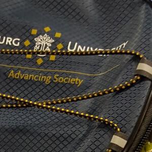 Custom made fiets- en koelrugzak voorzien van het logo van de Tilburg University